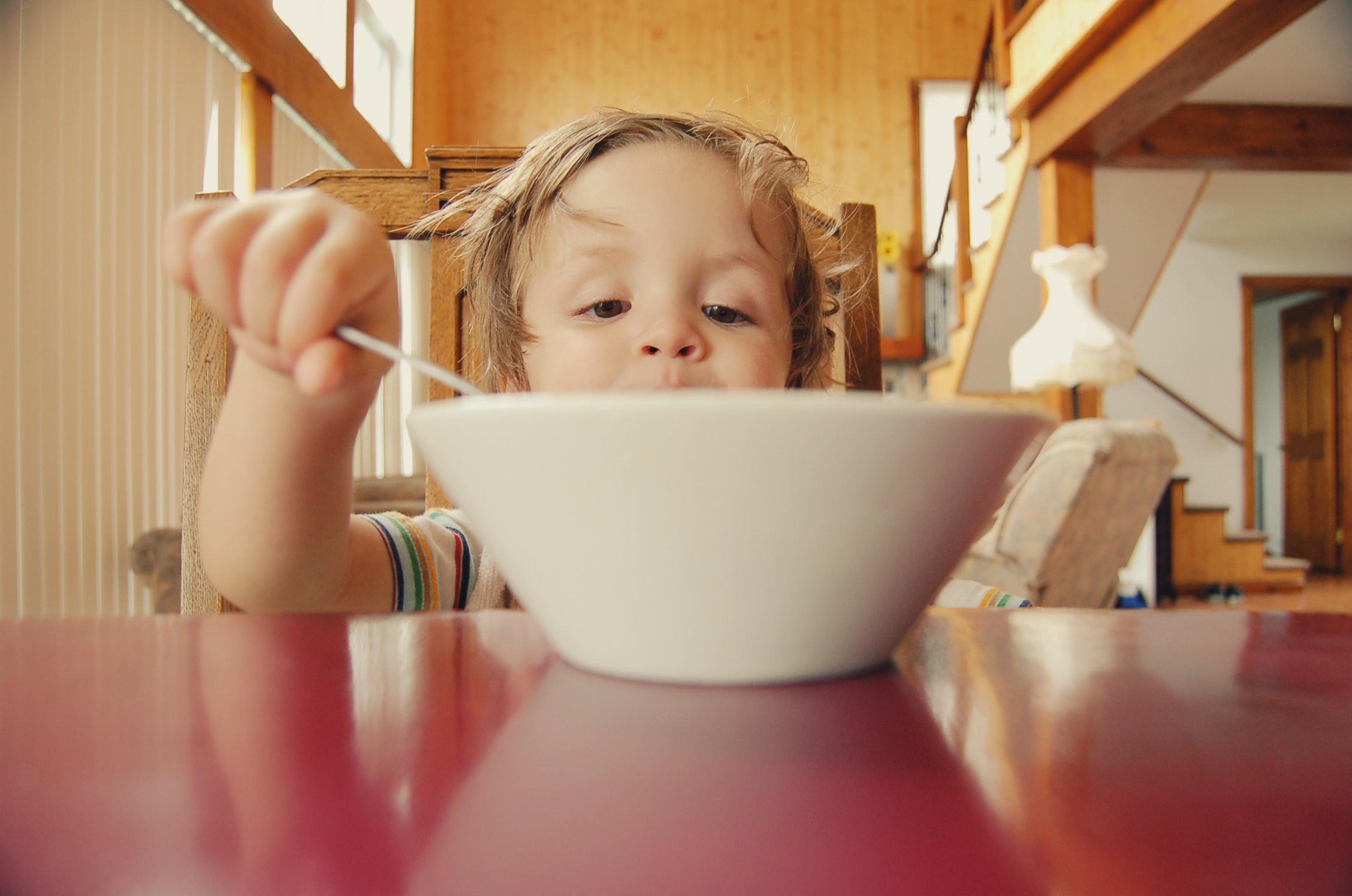 Essen kleine Kinder anders? Gesunde Ernährung für 1- bis 3-Jährige