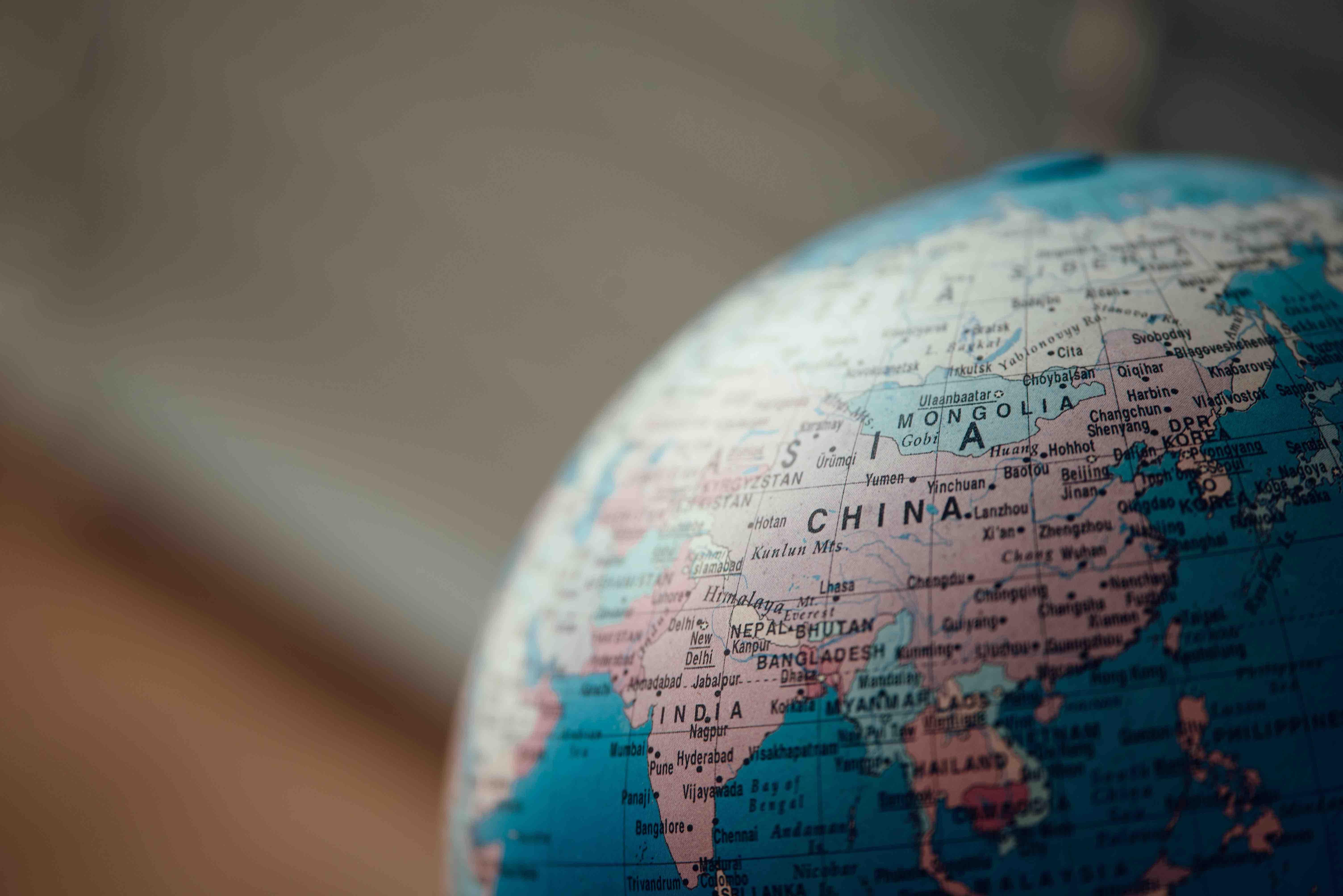 """Rote Fahne über Europa? Chinas """"Neue Seidenstraße"""" bringt Chancen und Risiken für uns"""