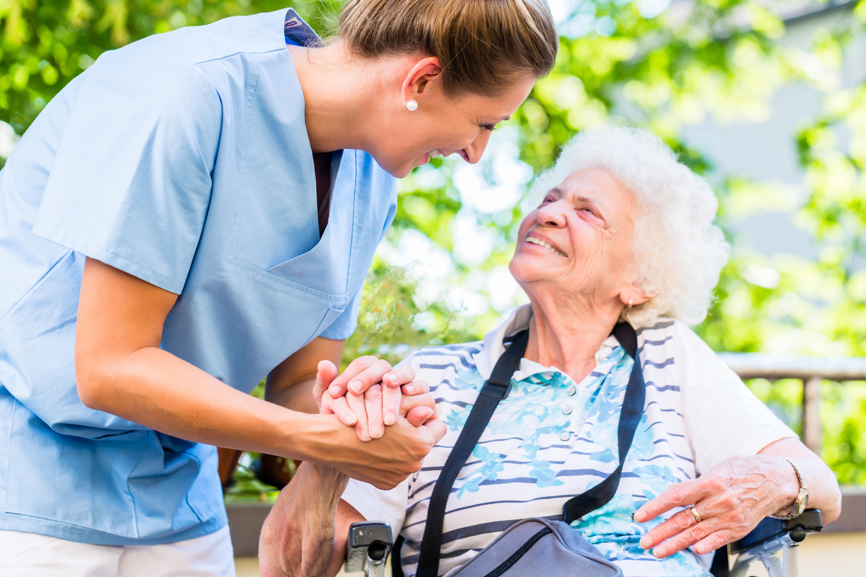 Berufliche Qualifizierung zum/zur Betreuungshelfer*in in Pflegeheimen